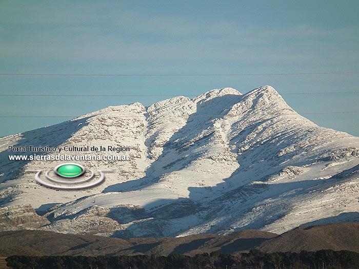 Cerro Tres Picos nevado en Sierra de la Ventana