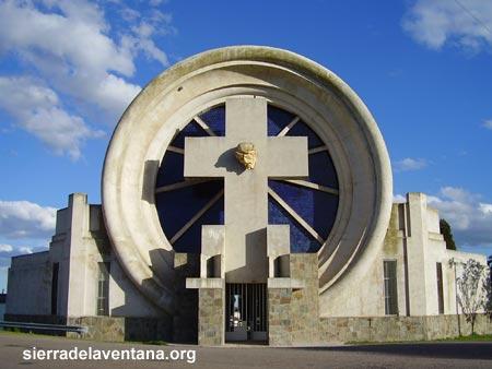 Portal del Cementerio Saldungaray