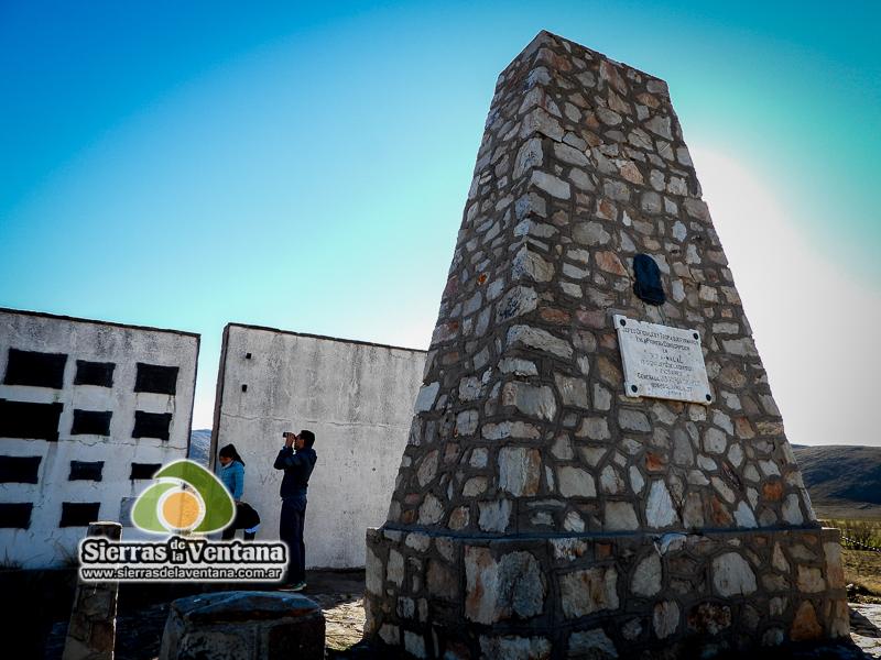 Monolito a la Primera Conscripción en Cura malal de Sierra de la Ventana