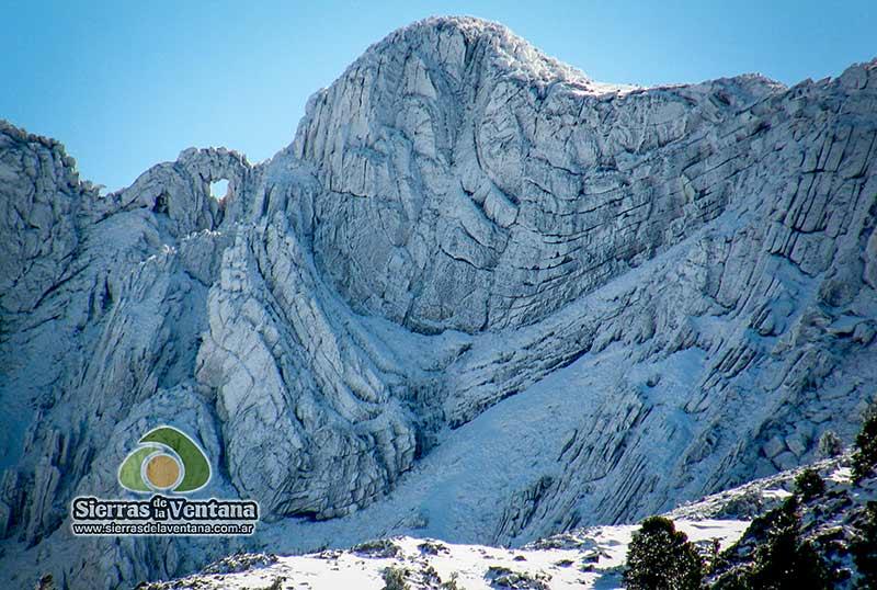Cerro Ventana nevado en Sierra de la Ventana