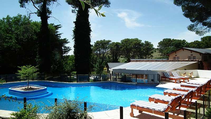 Hotel con piscina en Sierra de la Ventana