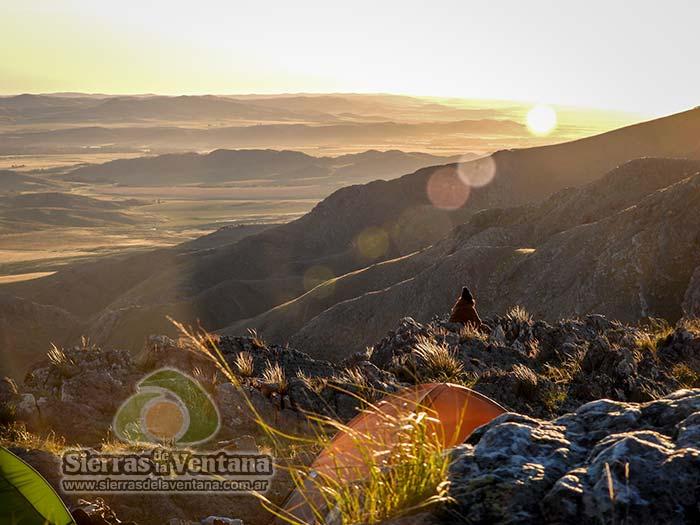 Amanecer en el Cerro Tres Picos en Sierra de la Ventana
